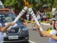Natalia Mayara carrega tocha olímpica no primeiro dia do revezamento em Brasília