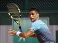 Rogerinho joga bem, mas perde para Djoko na 1ª rodada de Roland Garros