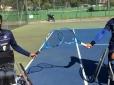 Atletas do tênis em cadeira de rodas treinam com o apoio da CBT