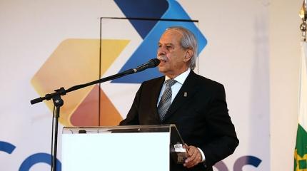 Tênis presente na posse de Giovanni Queiroz na presidência dos Correios