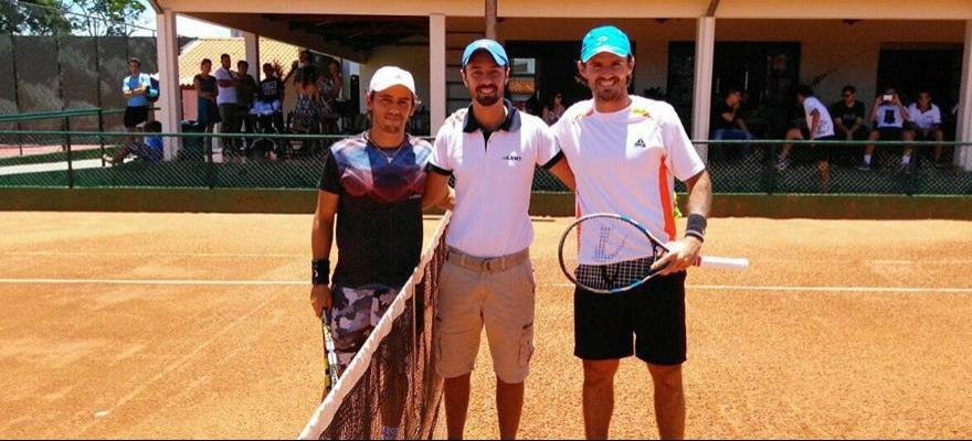Nicolas Santos e Oscar Gutierrez são vice na Tunísia