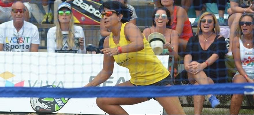 Veterana Flávia Muniz disputa o Correios Beach Tennis