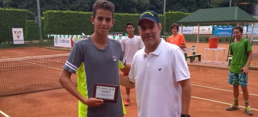 João Loureiro fatura Cosat 16 anos na Colômbia e segue líder no ranking