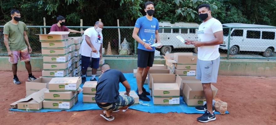 Institutos de tênis se unem e doam alimentos para 800 famílias de projetos sociais