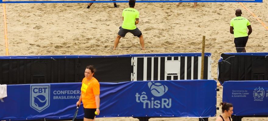No embalo da Copa do Mundo, circuito amador de Beach Tennis é atração à parte em Copacabana